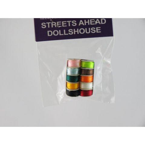 Caja en miniatura de cintas de colores